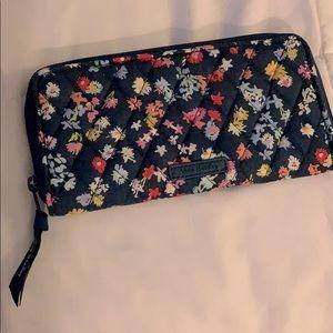 🌷Vera Bradley Scattered Wildflowers Wallet